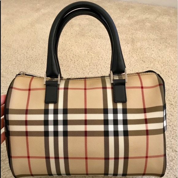 Burberry Handbags - Burberry tote